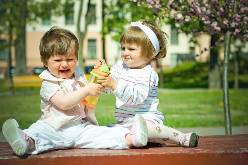 У некоторых детей во время адаптационного периода возникает чрезмерная плаксивость, агрессия, раздражение, отсутствует аппетит и сон