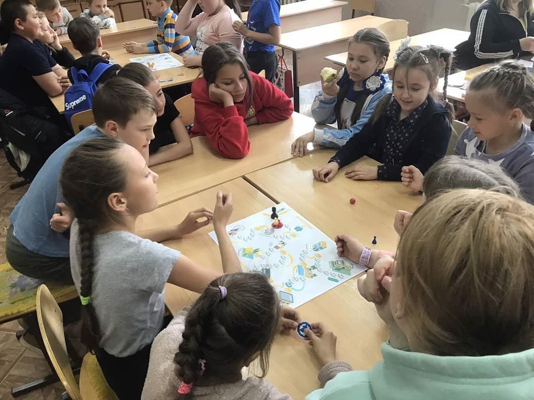 В Центре образования цифрового и гуманитарного профилей «Точка роста» школы №1 Петровска проходят занятия с воспитанниками дневного лагеря