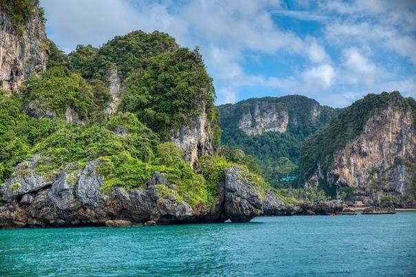 Таиланд упростил правила для въезда туристов Иност...