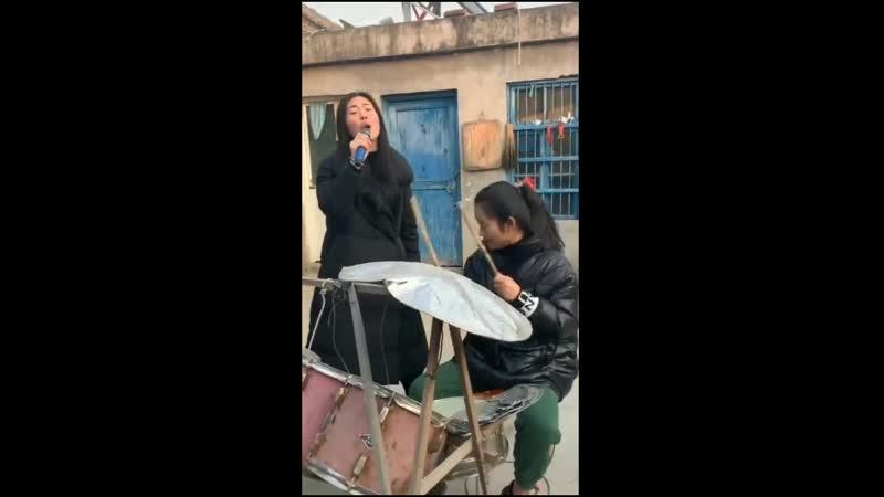 Китайский ТикТок Барабанщица и певица ТикТок