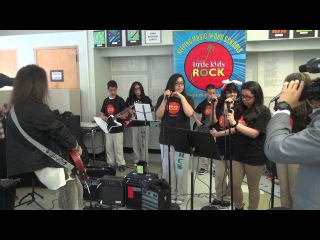 Guns N' Roses' Bumblefoot Plays Sweet Child O' Mine with Little Kids Rock Students
