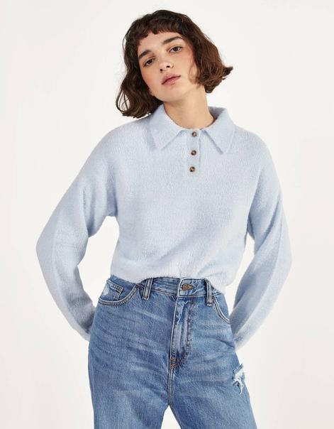 Пушистый свитер в стиле поло
