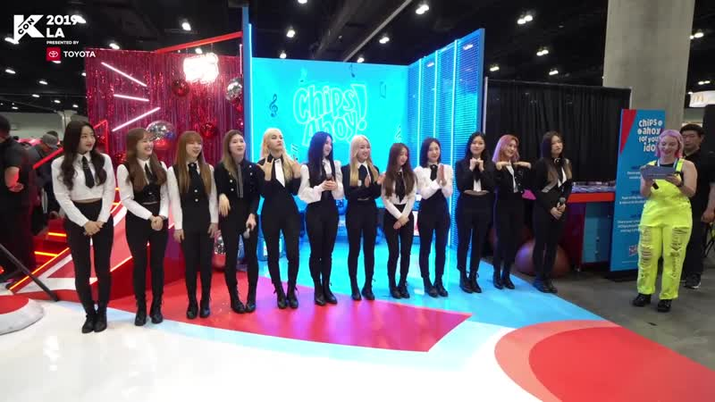 190817 LOONA at Chips Ahoy Booth